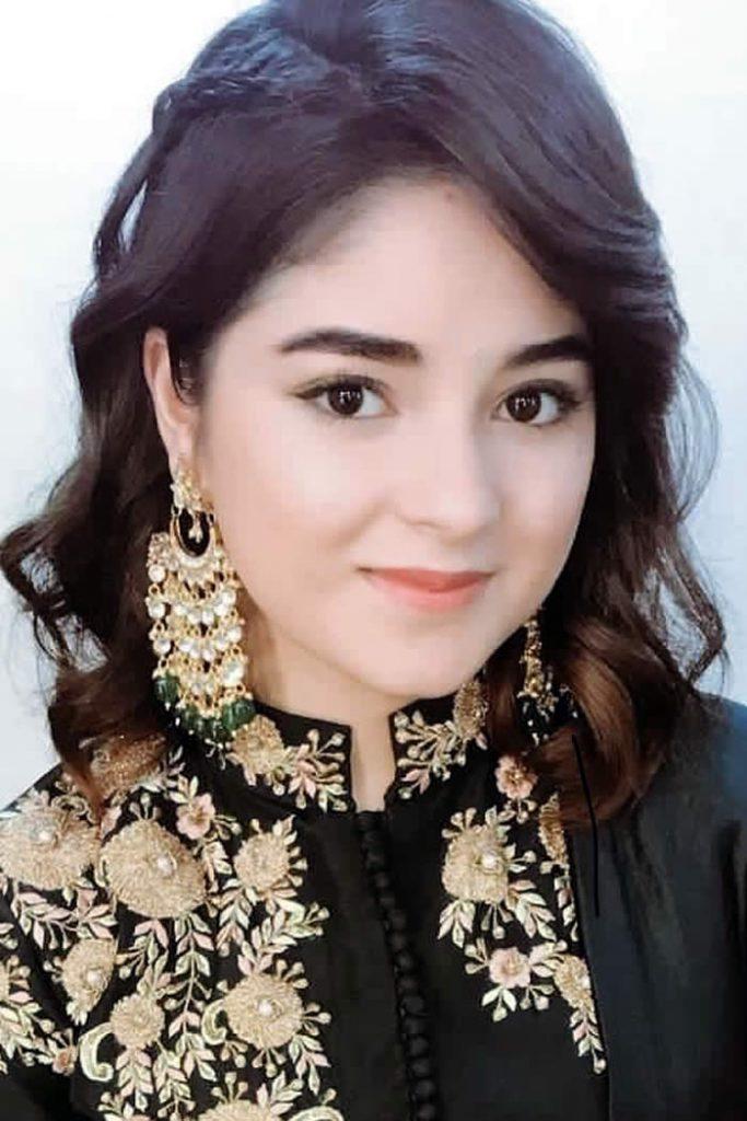 Zaira Wasim Cute Smile Pics