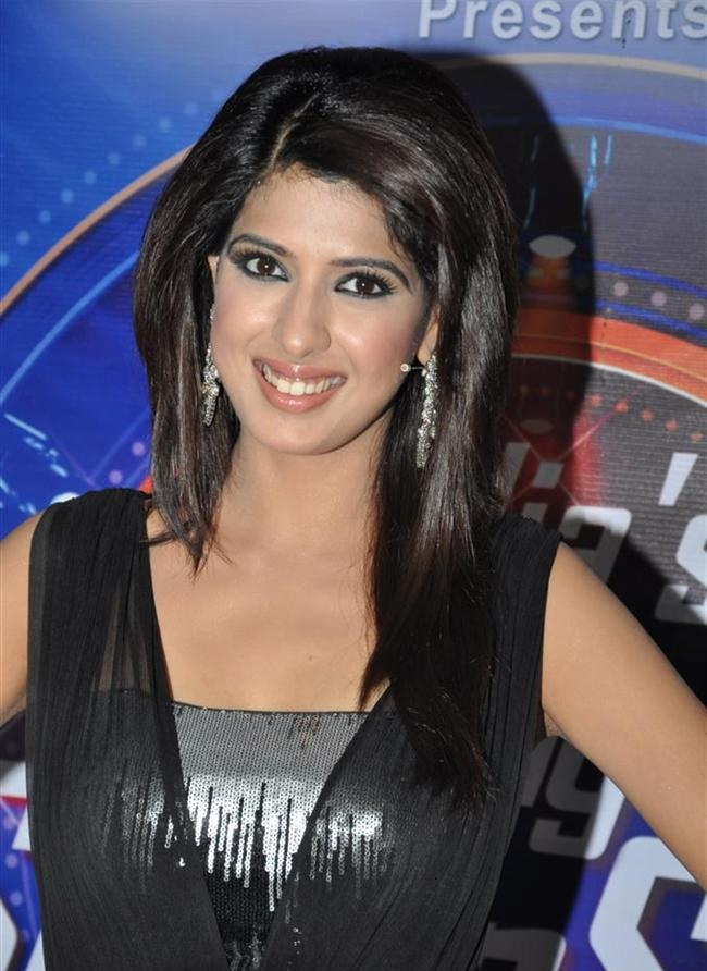 Aishwarya Sakhuja Images At Award Show