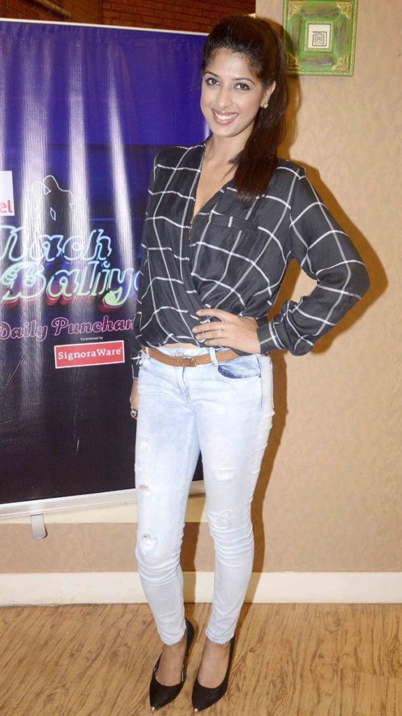 Aishwarya Sakhuja Images In Jeans Top