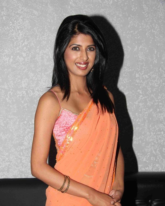 Aishwarya Sakhuja Images In Saree