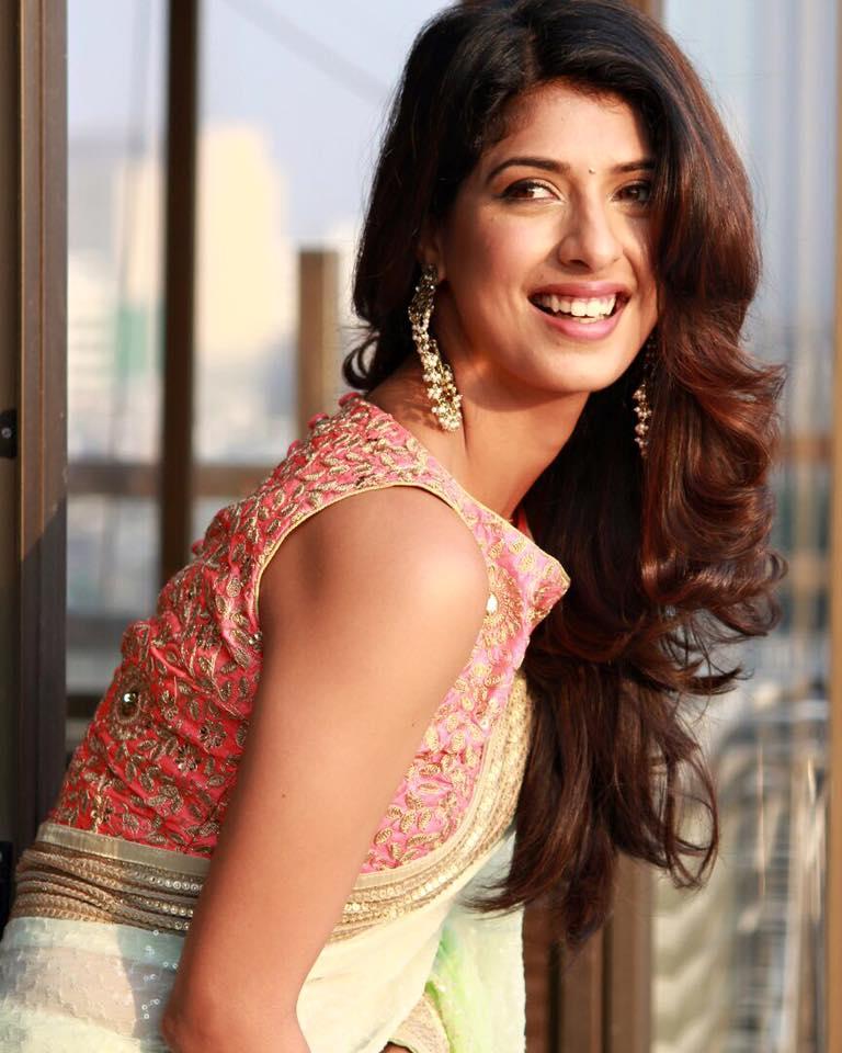 Aishwarya Sakhuja New Hair Style Images