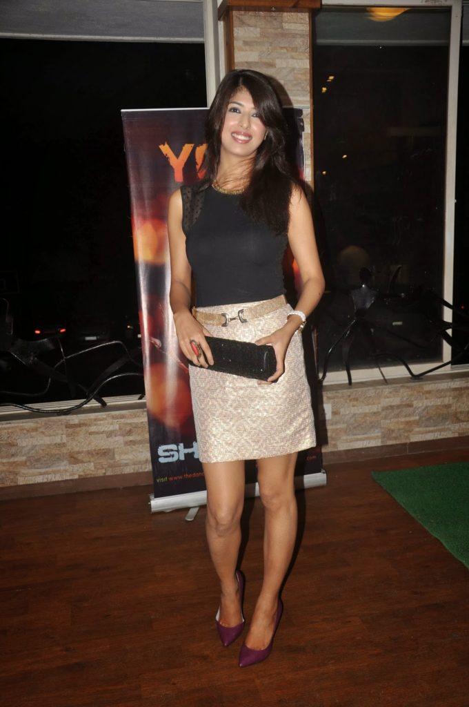 Aishwarya Sakhuja Sexy Legs Wallpapers