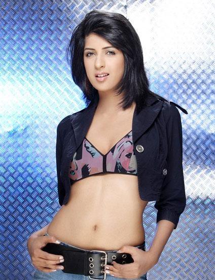 Aishwarya Sakhuja Sexy