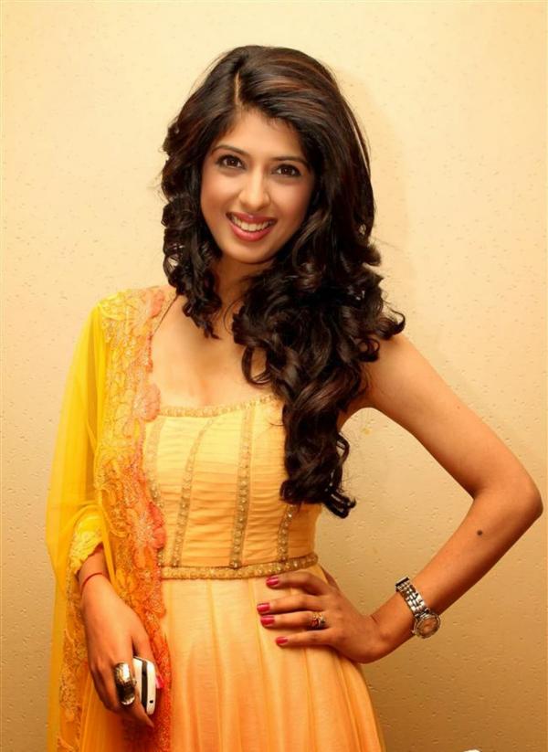 Aishwarya Sakhuja Sweet Smile Photoshoots