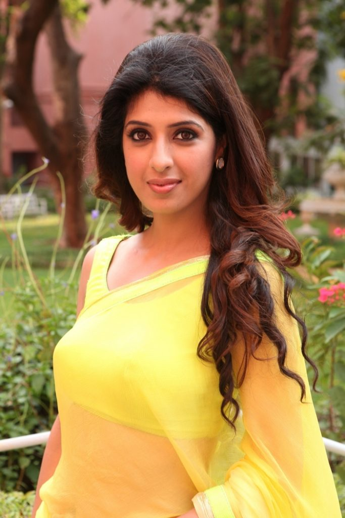 Aishwarya Sakhuja Upcoming Movie Look Pics