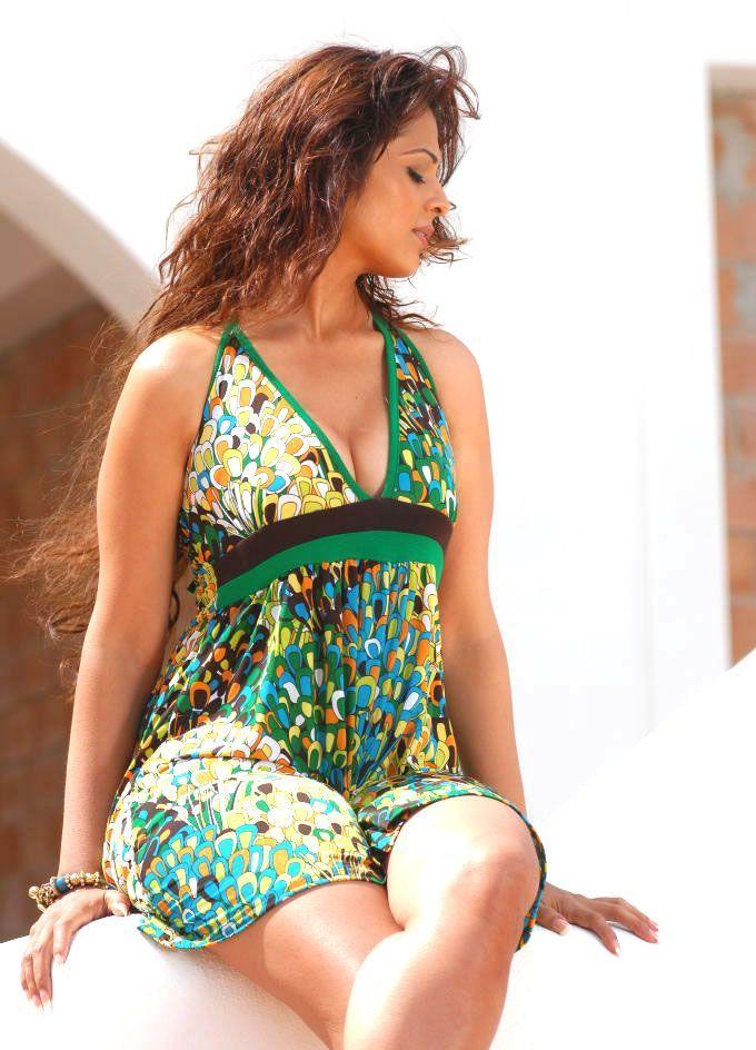 Anjana Sukhani Sexy Thigh Pics