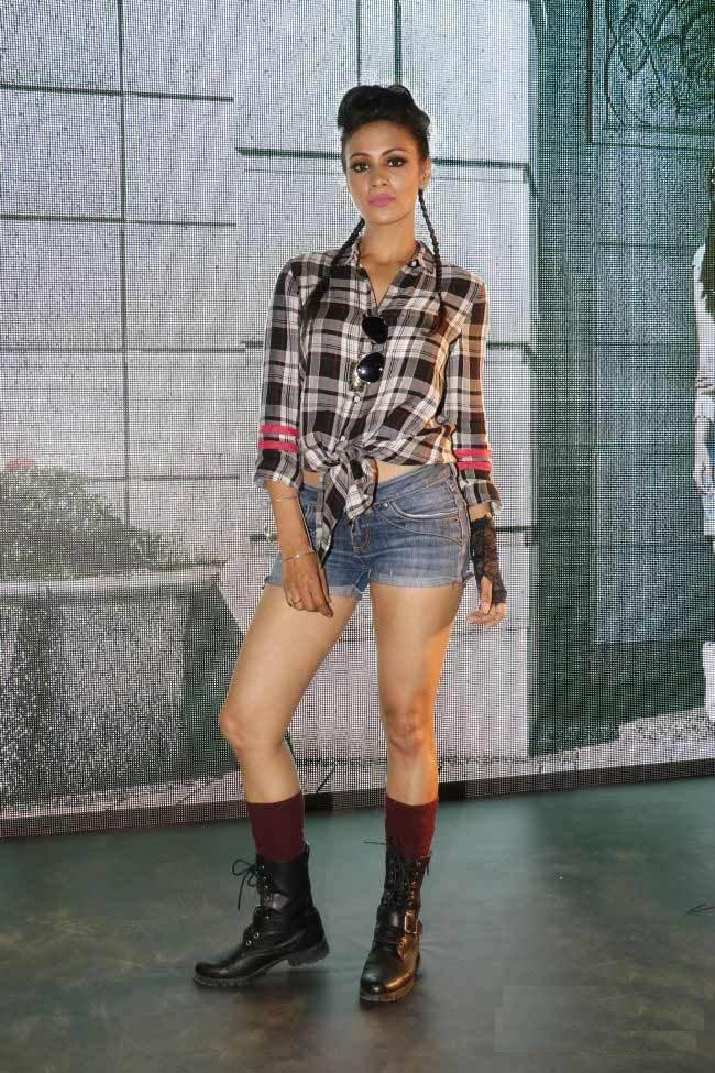 Barkha Bisht HD Images In Short Jeans