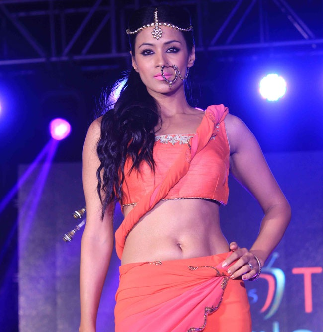 Barkha Bisht Spicy Navel Wallpapers