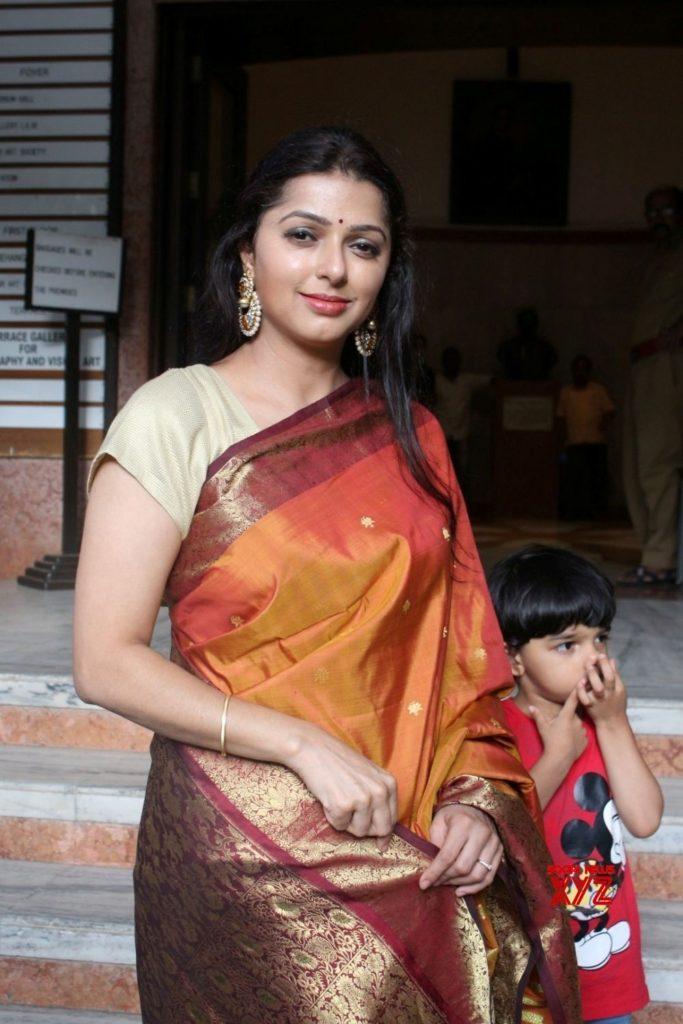 Bhumika Chawla Attractive Wallpapers