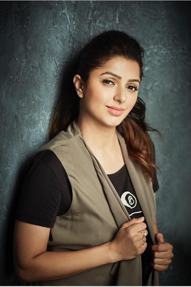 Bhumika Chawla Full HD Images