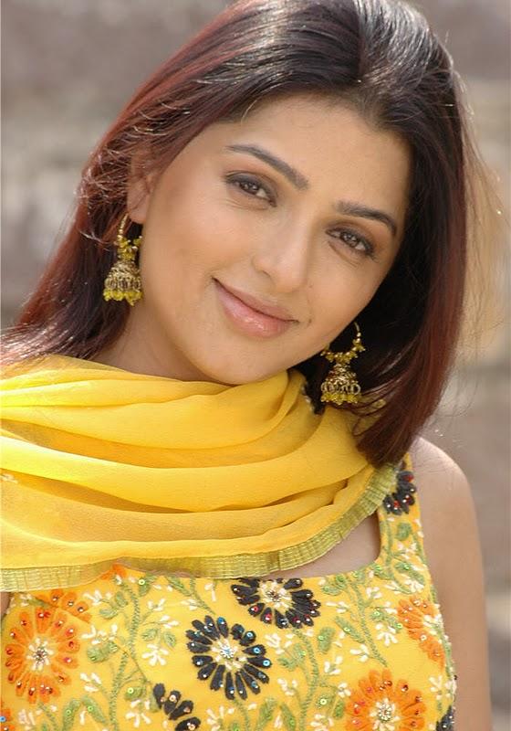 Bhumika Chawla Hot Images