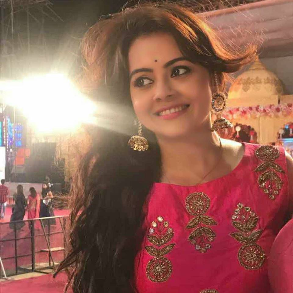 Devoleena Bhattacharjee New Hair Style Pics