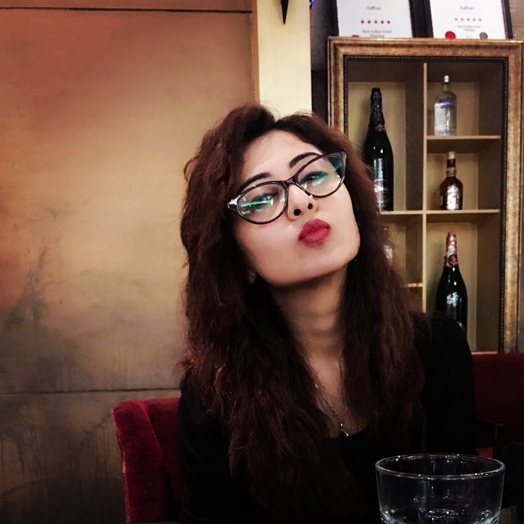 Falaq Naaz Cute Pictures