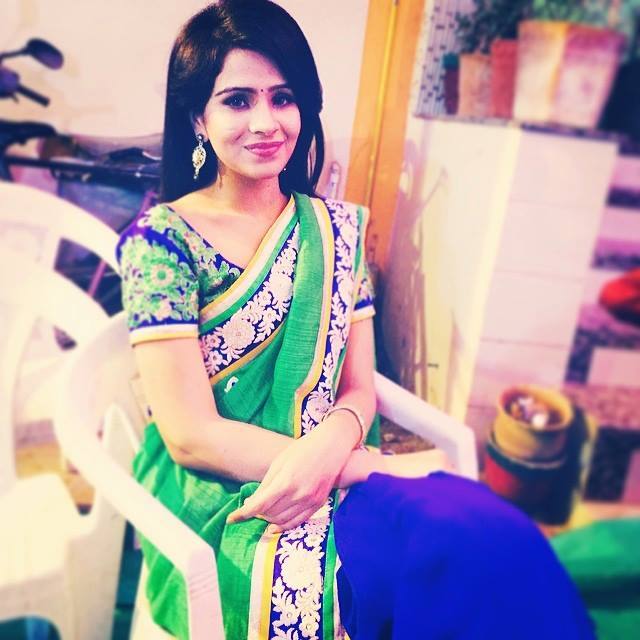 Fenil Umrigar Hot Pictures In Saree