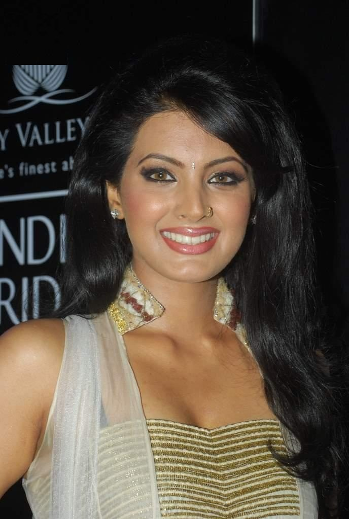 Geeta Basra Cute Smile Images