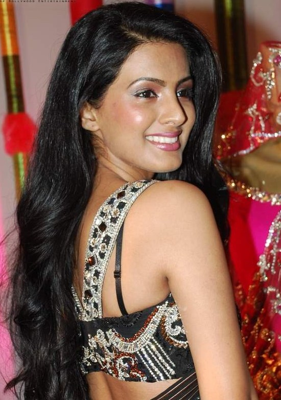 Geeta Basra Hot HD Photoshoot Gallery