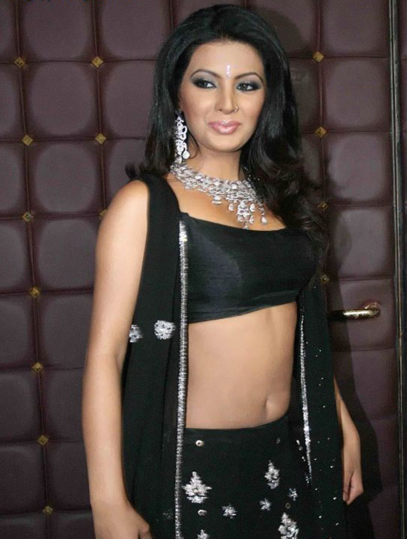 Geeta Basra Spicy Navel Pics In Bra Photoshoot