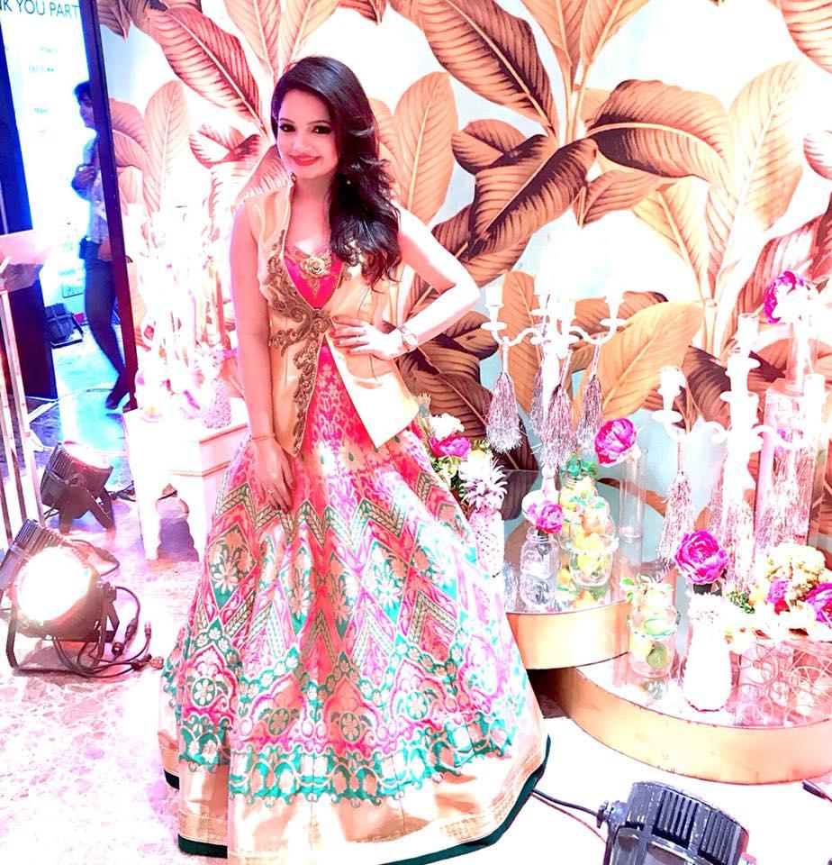 Giaa Manek Hot Image In Royal Look