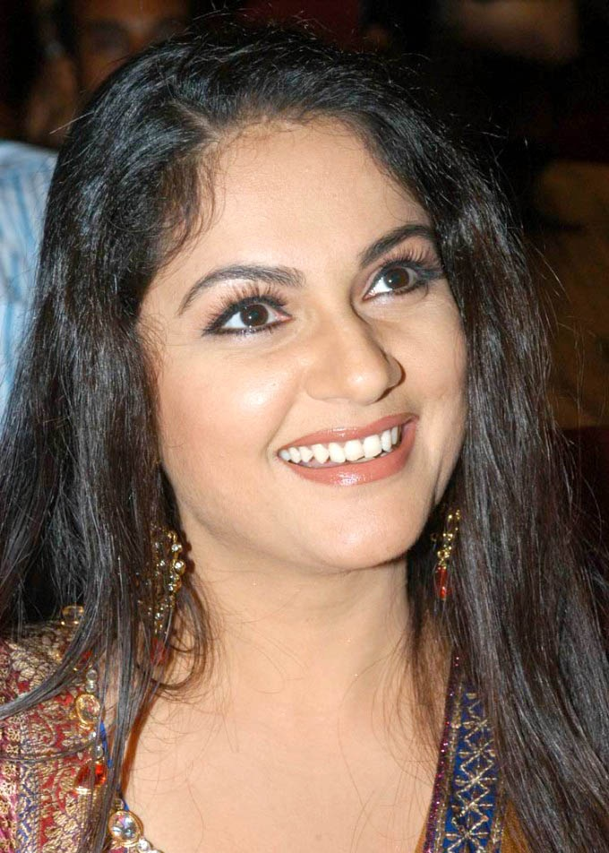 Gracy Singh Cute Smile Pictures