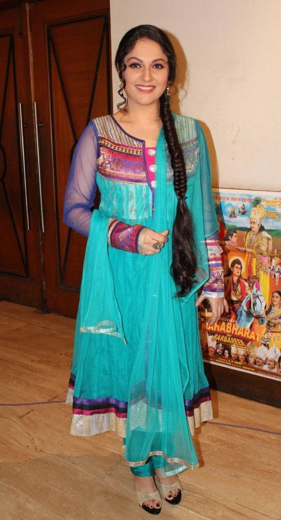 Gracy Singh Hot In Salwaar Kameez Pics