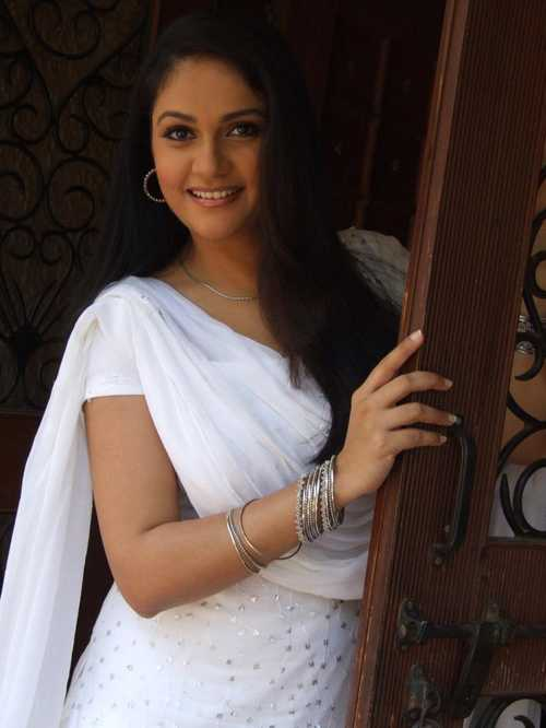 Gracy Singh Latest Hair Style Images Photoshoot