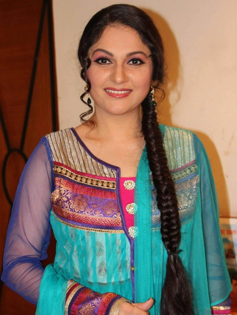 Gracy Singh New Hair Style Images