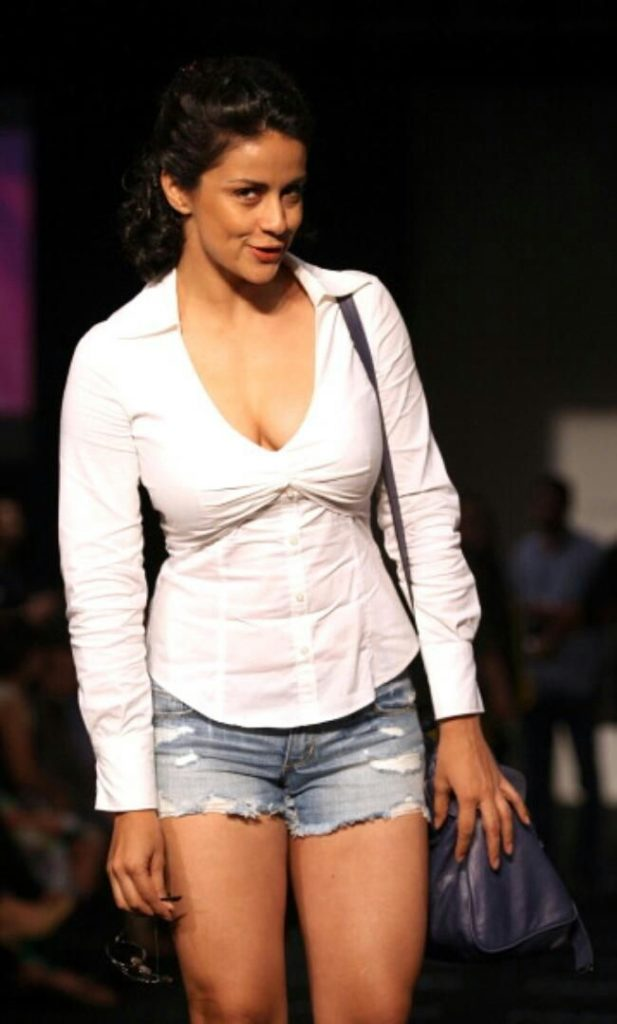 Gul Panag Sexy Pics In Bra Panty