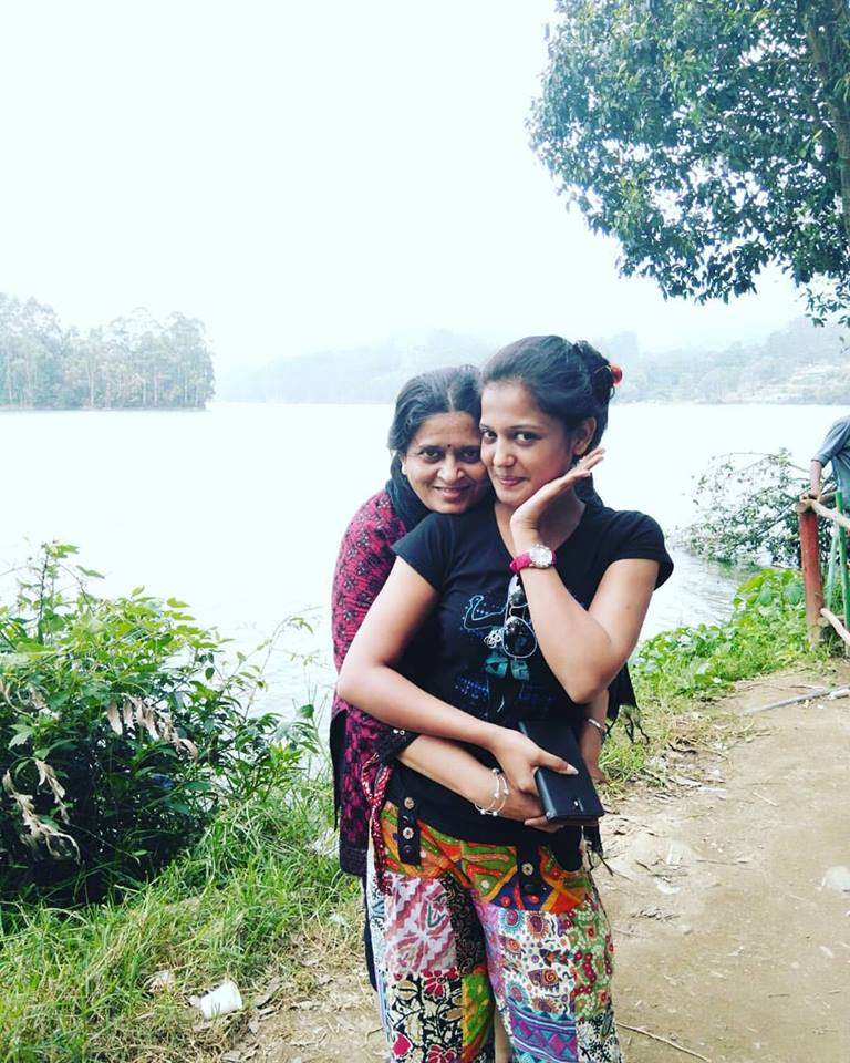 Gulki Joshi HD Pics With Mom