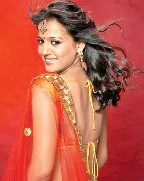 Gulki Joshi Hot & Sexy Look In Backless Clohtes