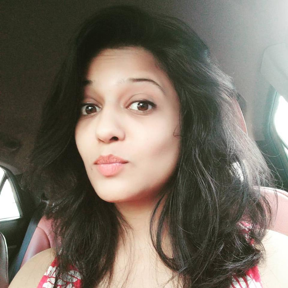Gulki Joshi Selfie Photos For Profile Pics