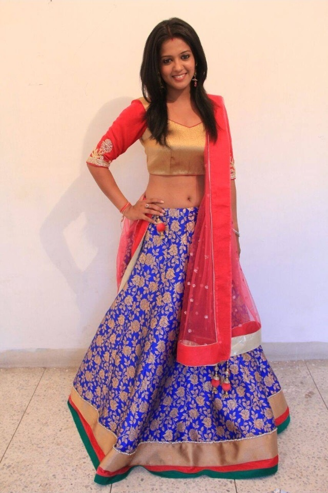 Gulki Joshi Spicy Navel Showing Pics In Gagra Choli