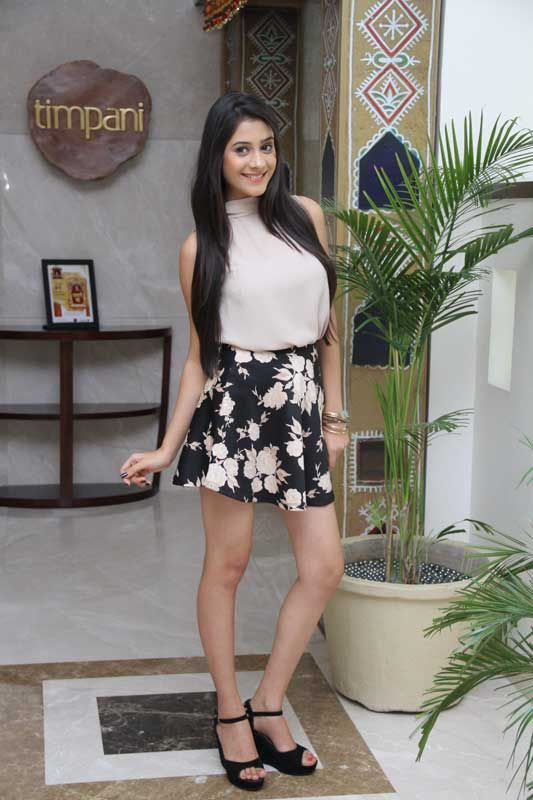 Hiba Nawab Hot Pictures In Short Clothes