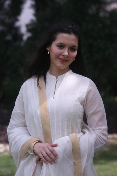 Isha Sharvani Lovely Pics For Destkop