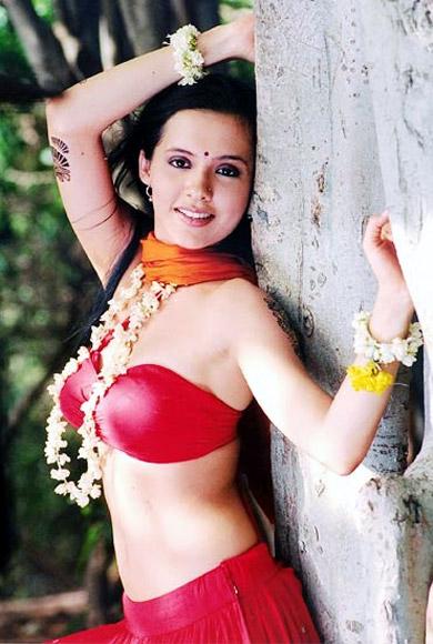 Isha Sharvani Sizzling Images