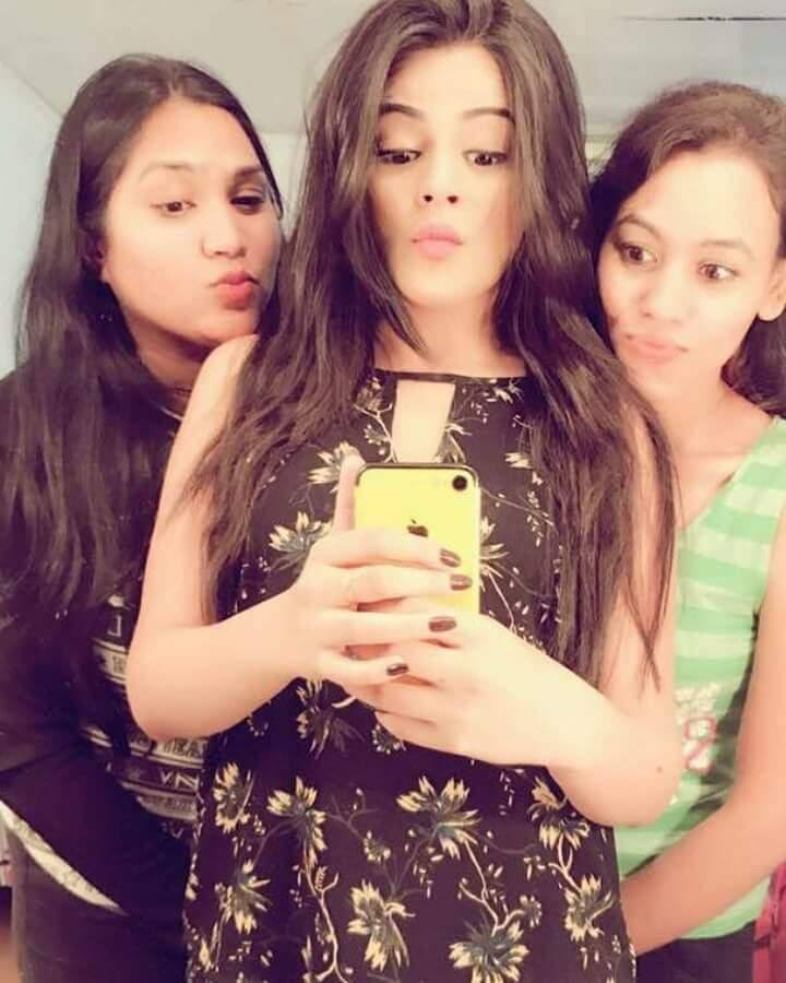 Jigyasa Singh Hot Selfie Pics With Friends