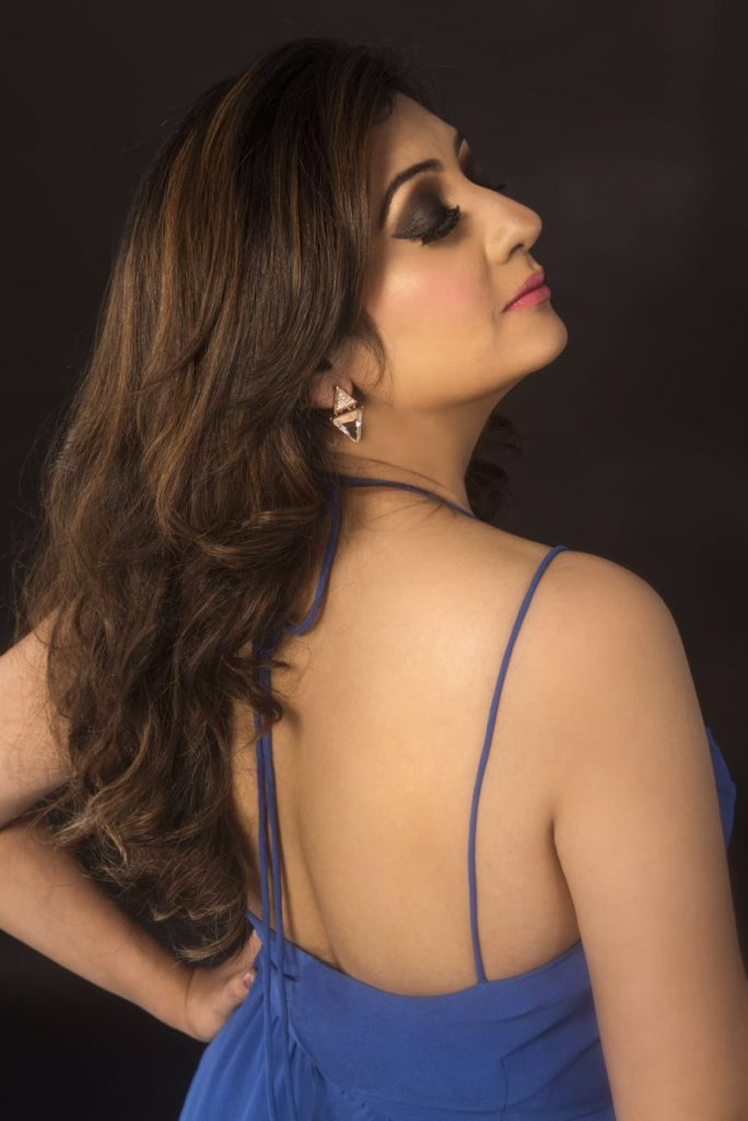 Juhi Parmar Hot Images In Backless Clothes