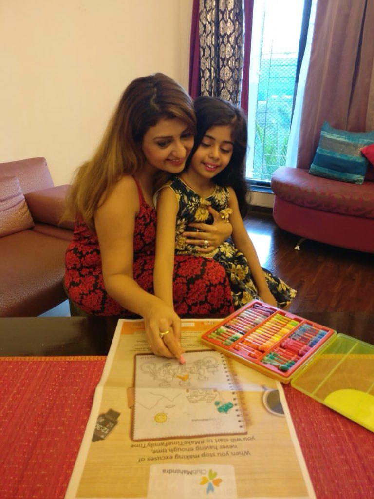Juhi Parmar Hot Images With Daughter