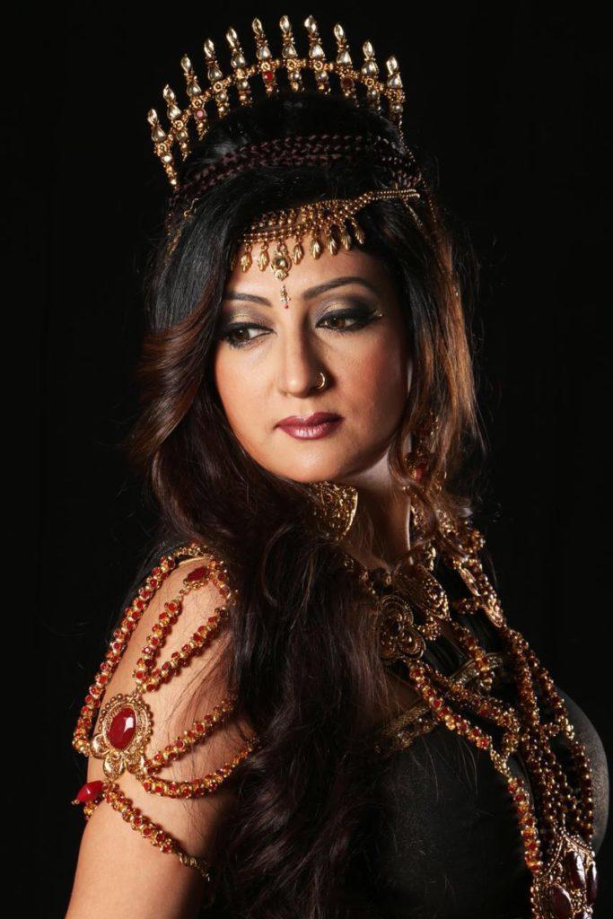 Juhi Parmar Hot Serial Look Pics