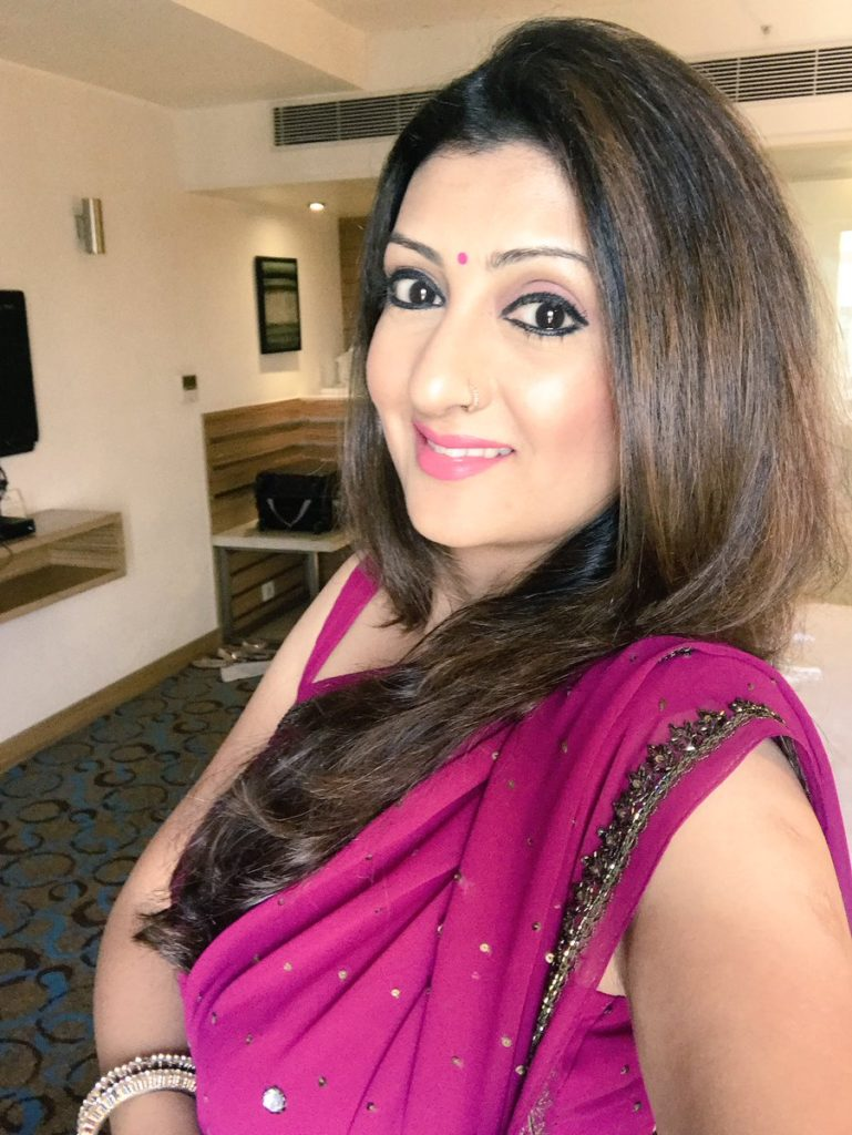 Juhi Parmar New Bold Images In Saree