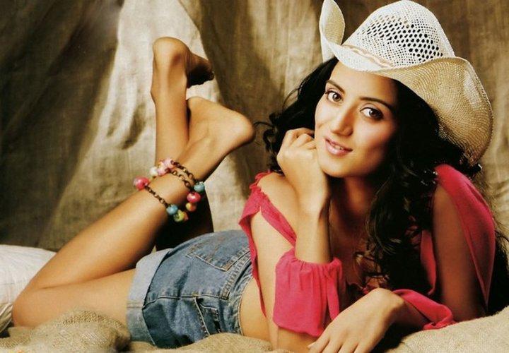 Kulraj Randhawa Latest Style Pictures