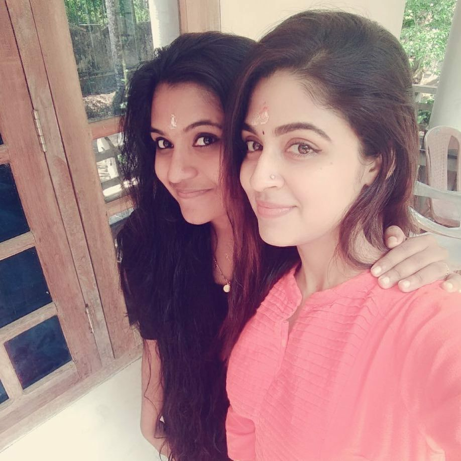 Malavika Wales Hot Images With Friends