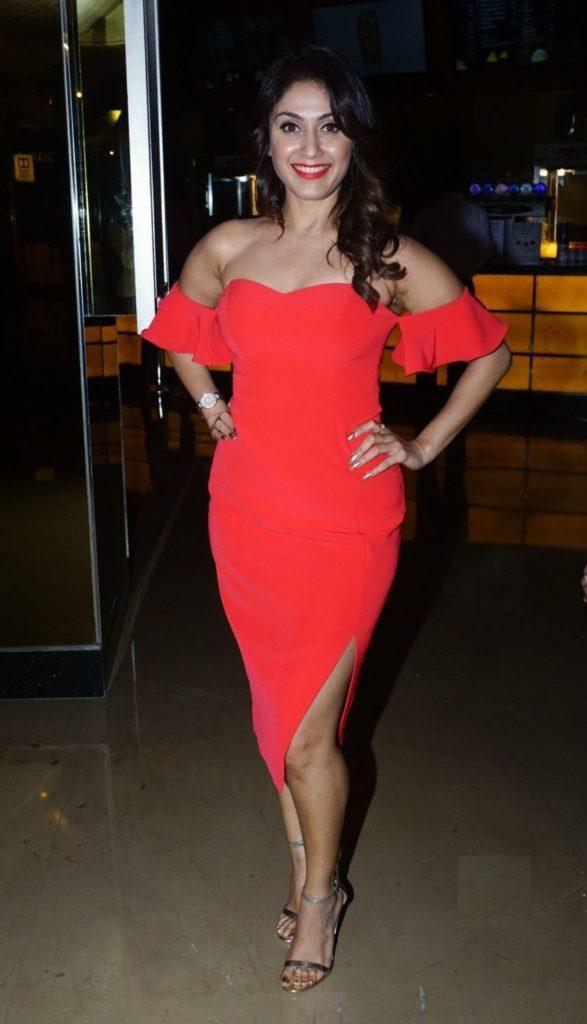 Manjari Phadnis HD Sexy Pics Short Dress