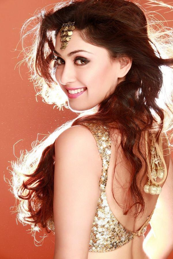 Manjari Phadnis Hot In Backless Pictures
