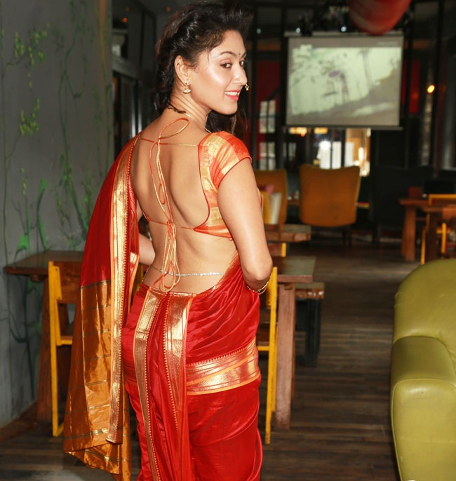 Manjari Phadnis Hot Pics In Backless Saree