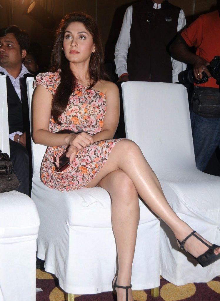 Manjari Phadnis Sexy Legs Showing Wallpapers