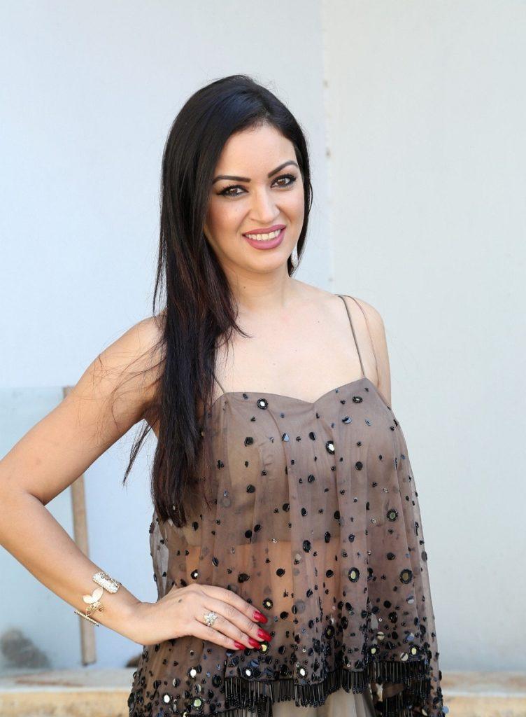 Maryam Zakaria Hot Pictures