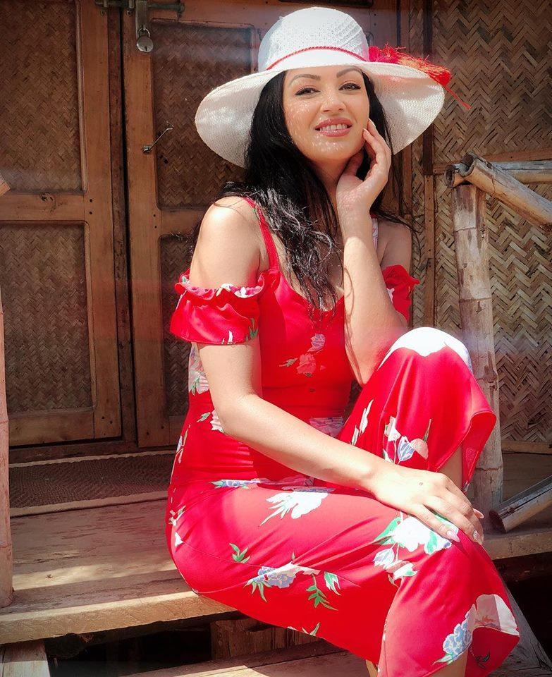 Maryam Zakaria Hot & Sexy Images
