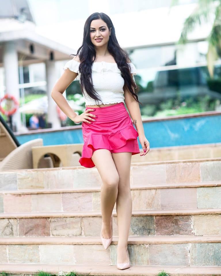 Maryam Zakaria Hot & Sexy Pics Full HD