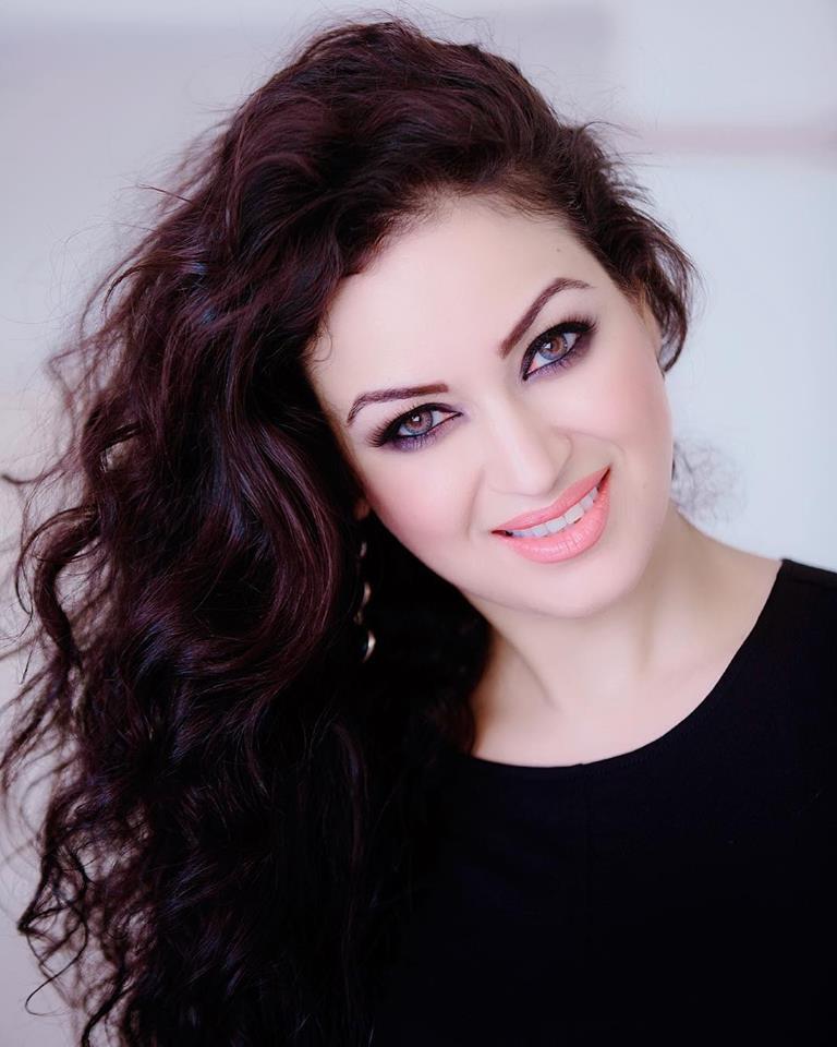 Maryam Zakaria Pics
