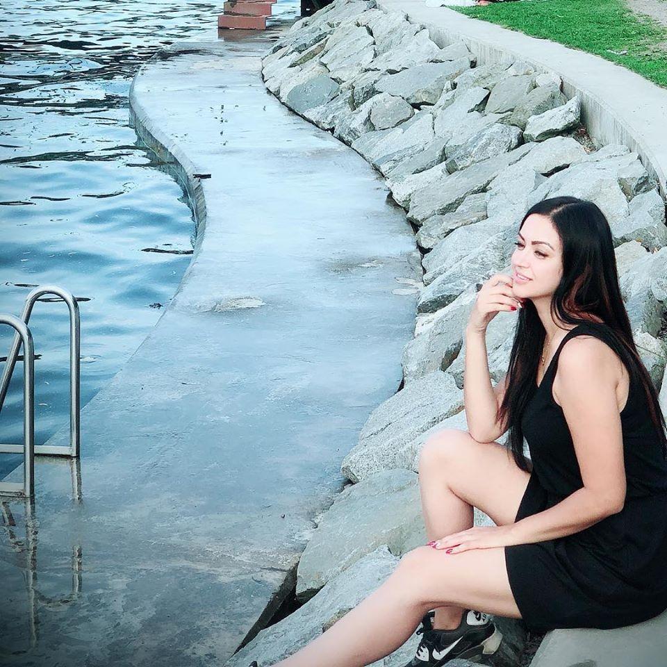 Maryam Zakaria Sexy Legs Pics Full HD